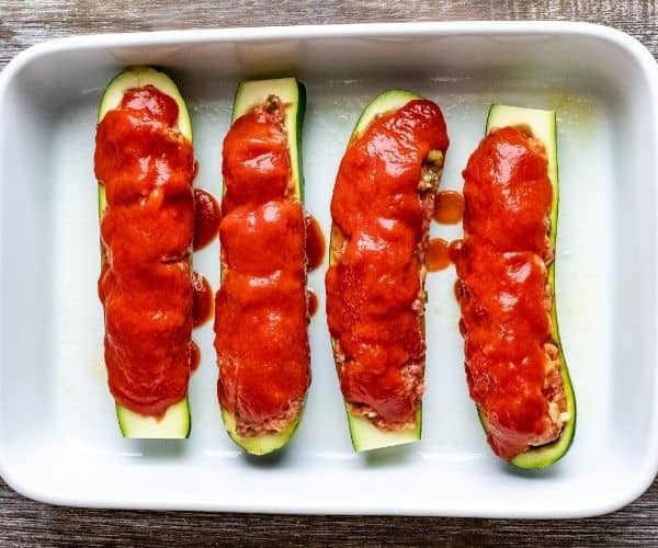 Stuffed zucchini with tomato sauce and mozzarella cheese